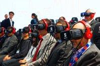 Die Messebesucher des Pariser Autosalons dürfen bei Seat in virtuelle Welten eintauchen