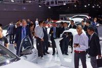 Auch an den Messeständen, wie hier bei Audi,  ist viel los