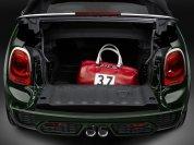 Der Kofferraum ist - wie bei Cabrios üblich - winzig