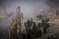 Tief, flundrig und lauernd wirkte die 918-Expedition in der herbschönen, kahlen Landschaft des Hochgebirges nicht einmal wie ein Fremdkörper