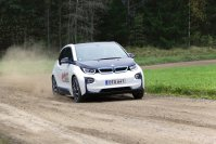 Rallye-Legende Rauno Aaltonen hat jetzt aber gezeigt, dass der Stromer auch verdammt gut quer geht