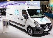 Theoretisch soll der Master ZE laut Renault mit einer Ladung Strom 200 Kilometer weit kommen. In der Praxis könnte dieser Wert auf 100 Kilometer schrumpfen