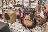 """""""Egal ob Autos oder Gitarren – wir wollen hier nichts haben, was man an jeder Ecke kaufen kann,"""" sagt der deutschstämmige Bernard Bohn, der sich als Goldsteins Kurator um den Bestand kümmert"""