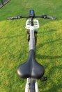Ob auf glattem Asphalt oder holprigen Waldwegen, das samt Akku knapp 25 Kilogramm schwere E-Bike überzeugt mit gutem Handling