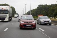 Wer mit einem Elektroauto so fährt wie immer, so die Erkenntnis nach wenigen Autobahn-Kilometern, der kommt nicht weit