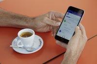 ... kann man in aller Ruhe einen Espresso genießen und den Ladefortschritt auf einer App verfolgen