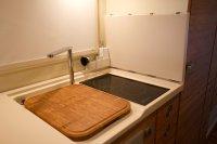 Die Küche mit Induktionsherdplatten
