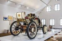 Rund um den Nachbau von Porsches erster großer Erfindung, dem Hybridsportwagen Semper Vivus aus dem Jahr 1900, wird die Karriere jenes Mannes aufgezeichnet, der die Entwicklung der deutschen Automobilindustrie wie kein zweiter prägte