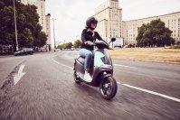 """Bereits in Berlin und Paris läuft ein Service mit Namen """"Coup"""". Dabei können per App Elektro-Roller geliehen werden"""