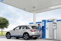 Der Mercedes GLC F-Cell tankt Wasserstoff