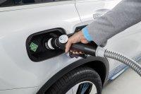 Zwar dauert das Auffüllen der Wasserstoffvorräte nur wenige Minuten, noch gibt es in Deutschland aber nur 45 Tankstellen