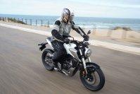 Honda setzt mit der neuen CB 125R einen neuen Gewichtsrekord
