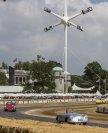 Porsche feiert auch in Goodwood sein 70-Jahre-Sportwagen-Jubiläum, hier im Vordergrund der Porsche 365 Nr.1 von 1948
