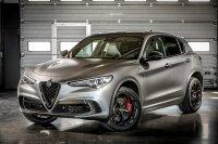 Neben den historischen Fahrzeugen bringen fast alle Hersteller auch aktuelle Autos und exklusive Sondermodelle mit nach England, wie den Stelfio Quadrifoglio NRING
