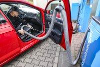 Bevor man Bilder für ein Inserat aufnimmt, steht erst einmal eine gründliche Reinigung des Fahrzeugs an