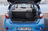 Der Kofferraum kann durch Umlegen der Rücksitzlehnen erweitert werden