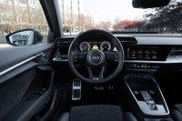 Das Cockpit entspricht weitgehend exakt dem der anderen Modelle