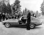 Auf dem Genfer Salon debütiert im März 1961 der Jaguar E-Type