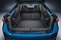 Mit der Fernentriegelung über einen Hebel oder Schalter im Kofferraum gelingt das Umklappen der Rücksitzlehnen einfach