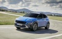 Den Hyundai Kona gibt es mit Benzin-, Diesel-, Hybrid- und Elektro-Antrieb (449 Kilometer Reichweite), frontgetrieben und als Allradler