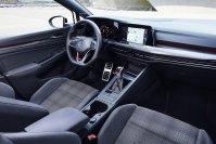 Alt und neu gehen auch im Innenraum des Golf GTI zusammen