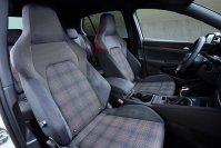 Angenehm komfortabel und mit viel Seitenhalt: Die Sitze des Golf GTI mit klassischer Karo-Musterung