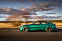 Limousine und Coupé treten mit zwei neu entwickelten Reihensechszylindern in zwei Leistungsklassen an