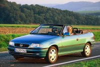 Seit August 1993 ist der Astra (F) als Cabrio verfügbar