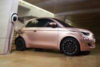 Think smart: Den neuen 500 bietet Fiat in der Basisversion mit 23,8 kWh großer Batterie an. Damit ist der Italiener zwar kein Reichweitenriese, doch dafür kostet er wenig und ist vergleichsweise umweltfreundlich
