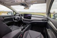 Im Cockpit wählte man eine angehnehme Mischung aus Touch- und Analogwelt, deren Bedienung sich nahezu intuitiv erschließt
