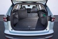 Der Kofferraum fasst 585 Liter, ist leicht zu beladen, hat unter dem Boden noch diverse Staufächer und lässt sich durch Umklappen der Rücksitzlehnen auf 1.710 Liter erweitern