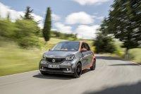 Der viersitzige Smart sieht von vorne wie ein Klon des kürzeren Smart Fortwo aus