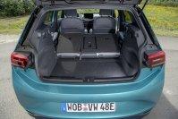 Das Kofferraumvolumen liegt bei 385 Liter, klappt man die Rücksitzlehnen um, steigt der Wert auf 1.267 Liter